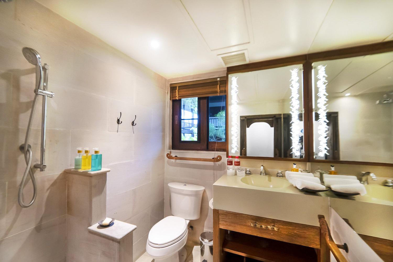 8.2 Bathroom 8 (Family Suite)-2.jpg