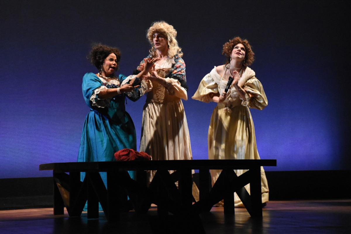Kynaston (M. Kelly), Margaret (M. Höglund) with Miss Frayne (H. Hill), Lady Meresvale (E. Pojanowski) - Photo by Tina Buckman.