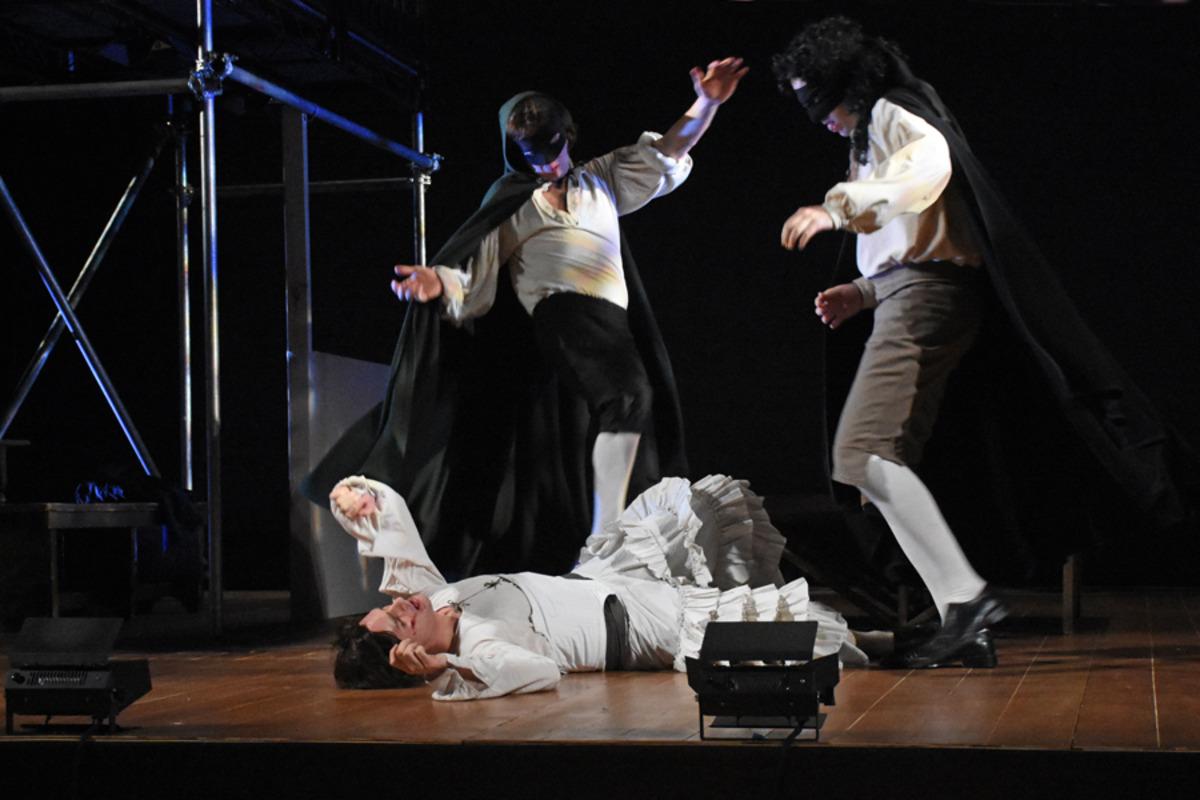 Kynaston (M. Kelly) attacked by The Ruffians - Photo by Tina Buckman