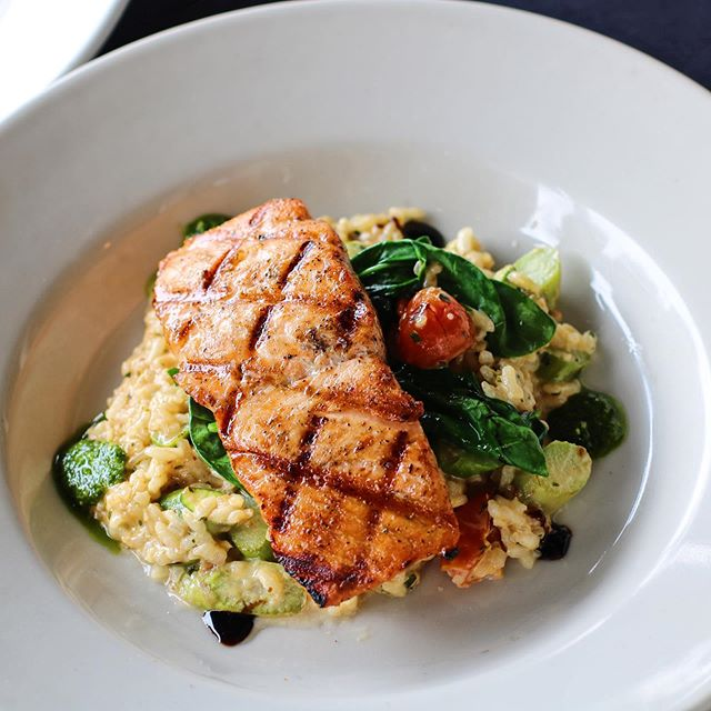A protein packed House Specialty dish! Parmesan Risotto / Spinach / Tomatoes / Asparagus 🍽Scottish Salmon