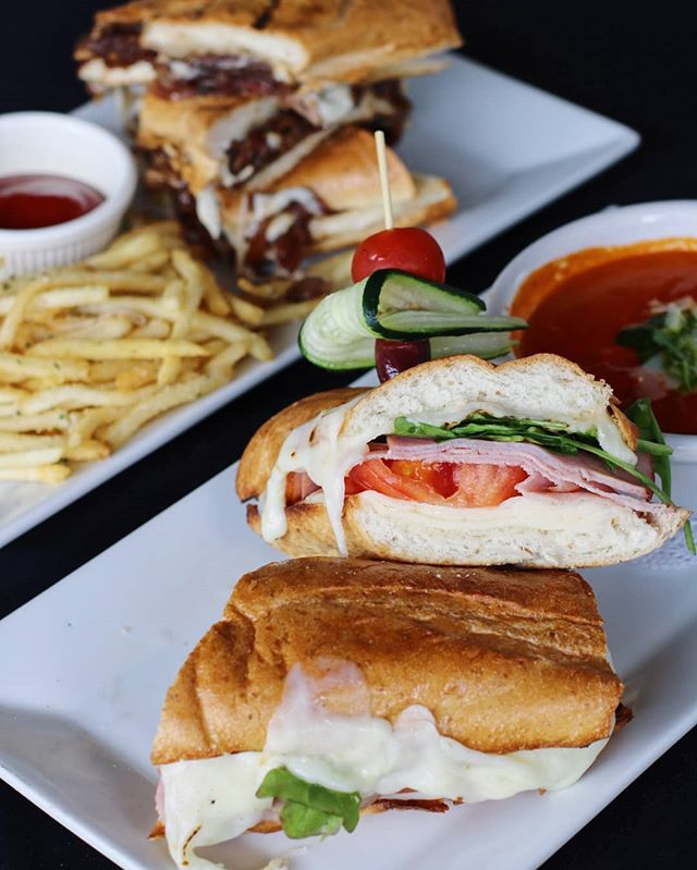 Join us during our $10 lunch special at 11AM-3PM✨ Menus from Personal Margarita Pizza to Ribeye Sandwich are all available for $10 during the lunch special! 🍽Parmesan Chicken Sandwich