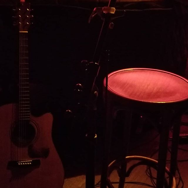 The show is about to begin @rockwoodmusichall #music @chrissaunders_music #newyork #livemusic