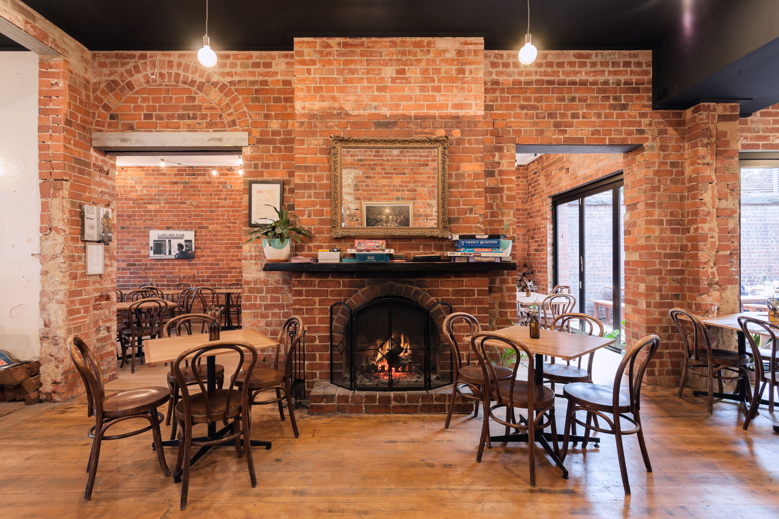 Carringbush-hotel-dining-room-fireplace.jpg