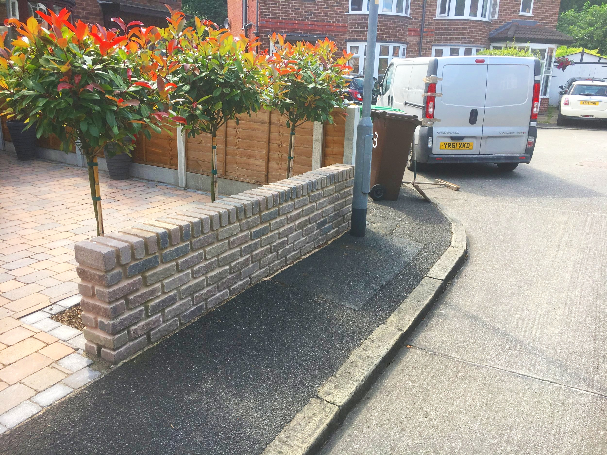 Walls - From the horizontal to the vertical, driveway and patio borders need the same care and attention to detail. As well as walls, we can create steps and raised beds of all shapes and sizes.