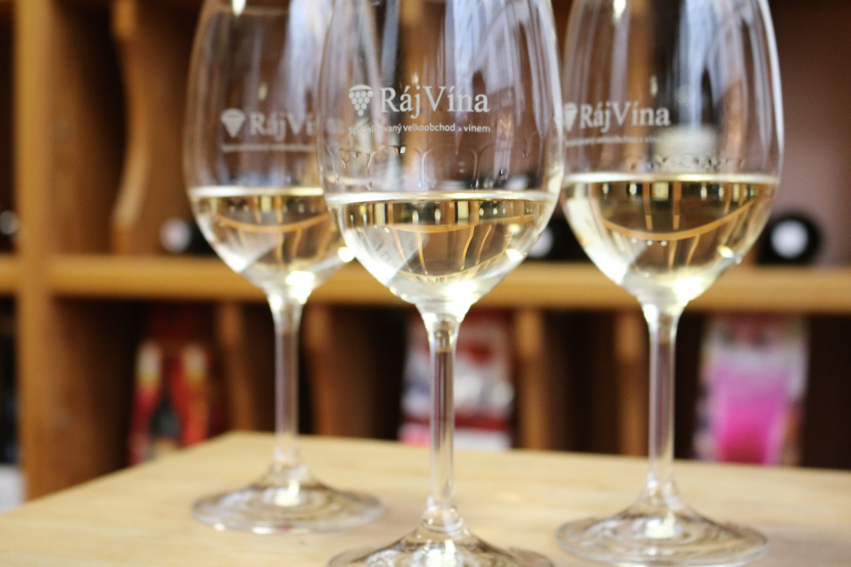 white-wine-glasse.jpg