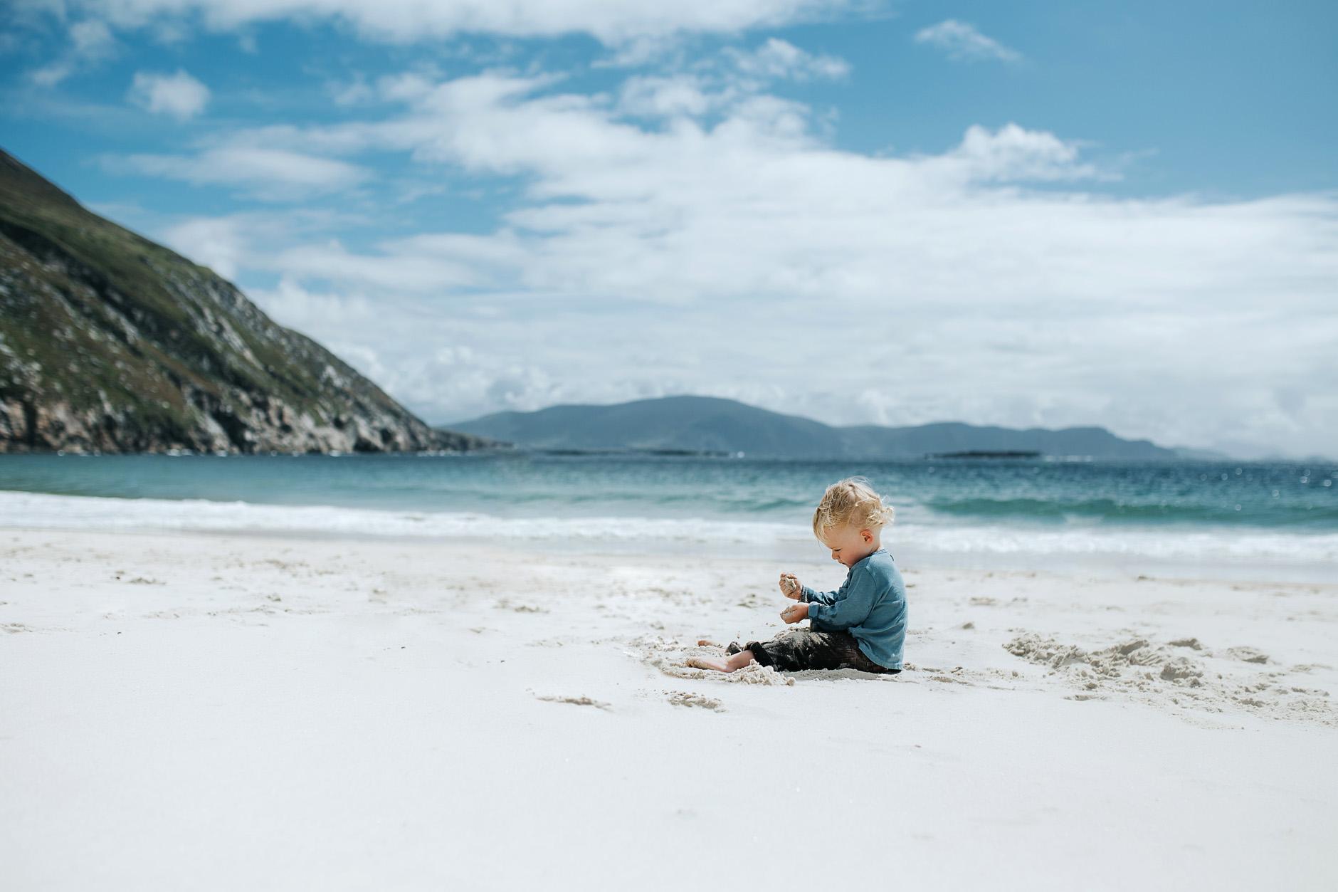 stunning-beach-family-vacation-photoshoot-achill-island-ireland-0018.jpg