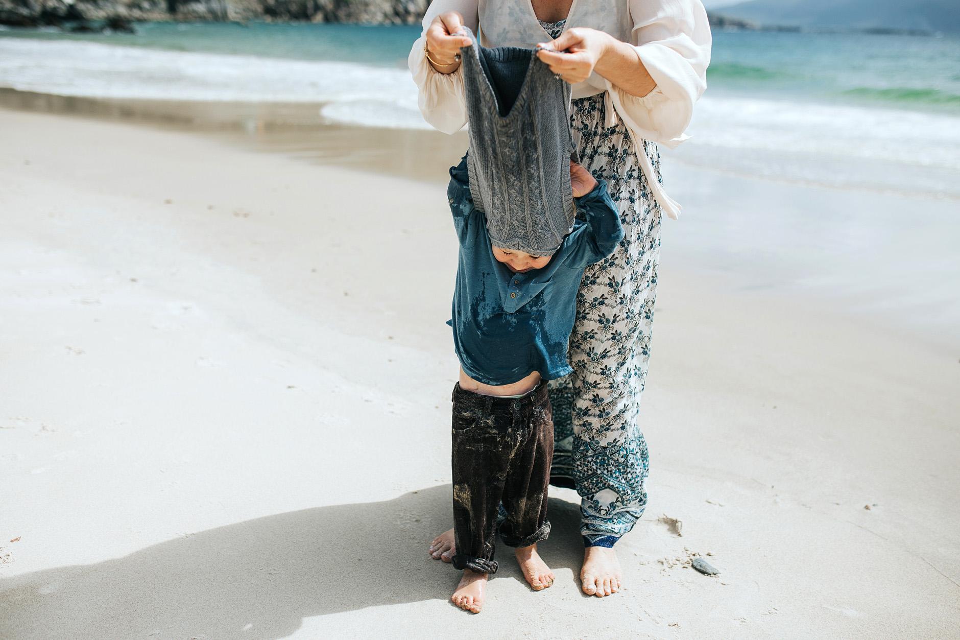 stunning-beach-family-vacation-photoshoot-achill-island-ireland-0017.jpg
