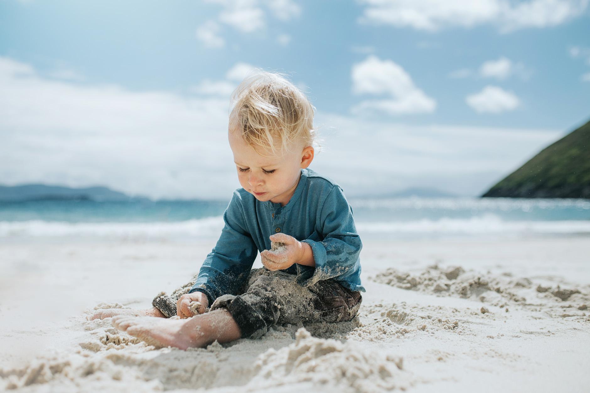 stunning-beach-family-vacation-photoshoot-achill-island-ireland-0019.jpg