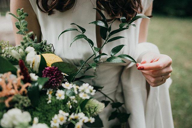 Hezkou nedeli 💐🌲💍 #fotimlasku #laska #svatebnikytka #weddingboquet #svatba #hezkaceskasvatba #svatbavdesti #svatebnifotografka #fotimsvatby #miluj #weddingphotographer #svatba2019 #prstynek #nevesta #anoberu