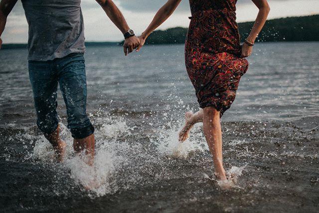 Stále sa mi miluje,  že sa s tebou snívám 🌊  #anotherwildstory #fotimlasku #laska #voda #svedsko #loveandwildhearts #couple #sweden