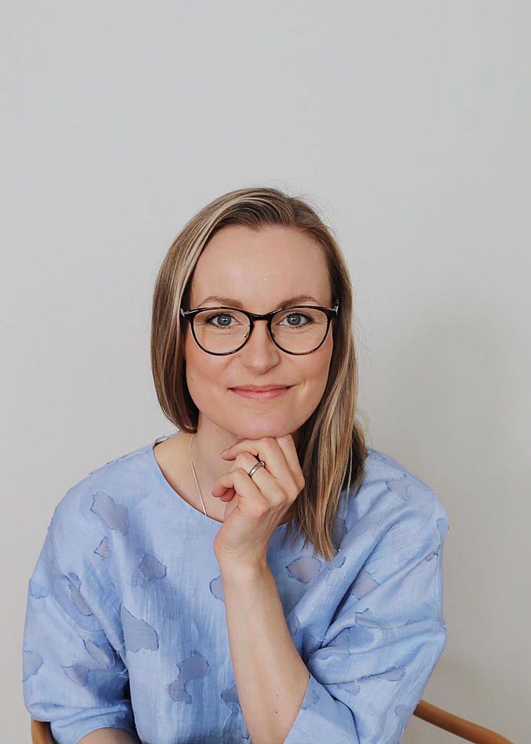 TIINA HAUTALA - Tiina on Ullanlinnassa toimivan Sisustussuunnittelutoimisto Dejligin perustaja ja sisustussuunnittelija. Dejligin suunnitteluprojekteissa korostuu aikaa kestävät valinnat, arjen estetiikka sekä jokaiseen yksilölliseen kohteeseen oikeanlaisten ratkaisujen tuottaminen.www.dejlig.fi ›