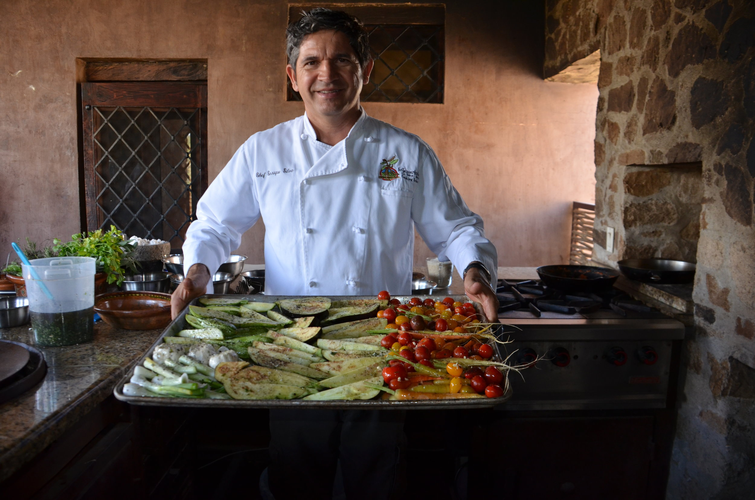 chef enrique with vegetables - copia.jpg