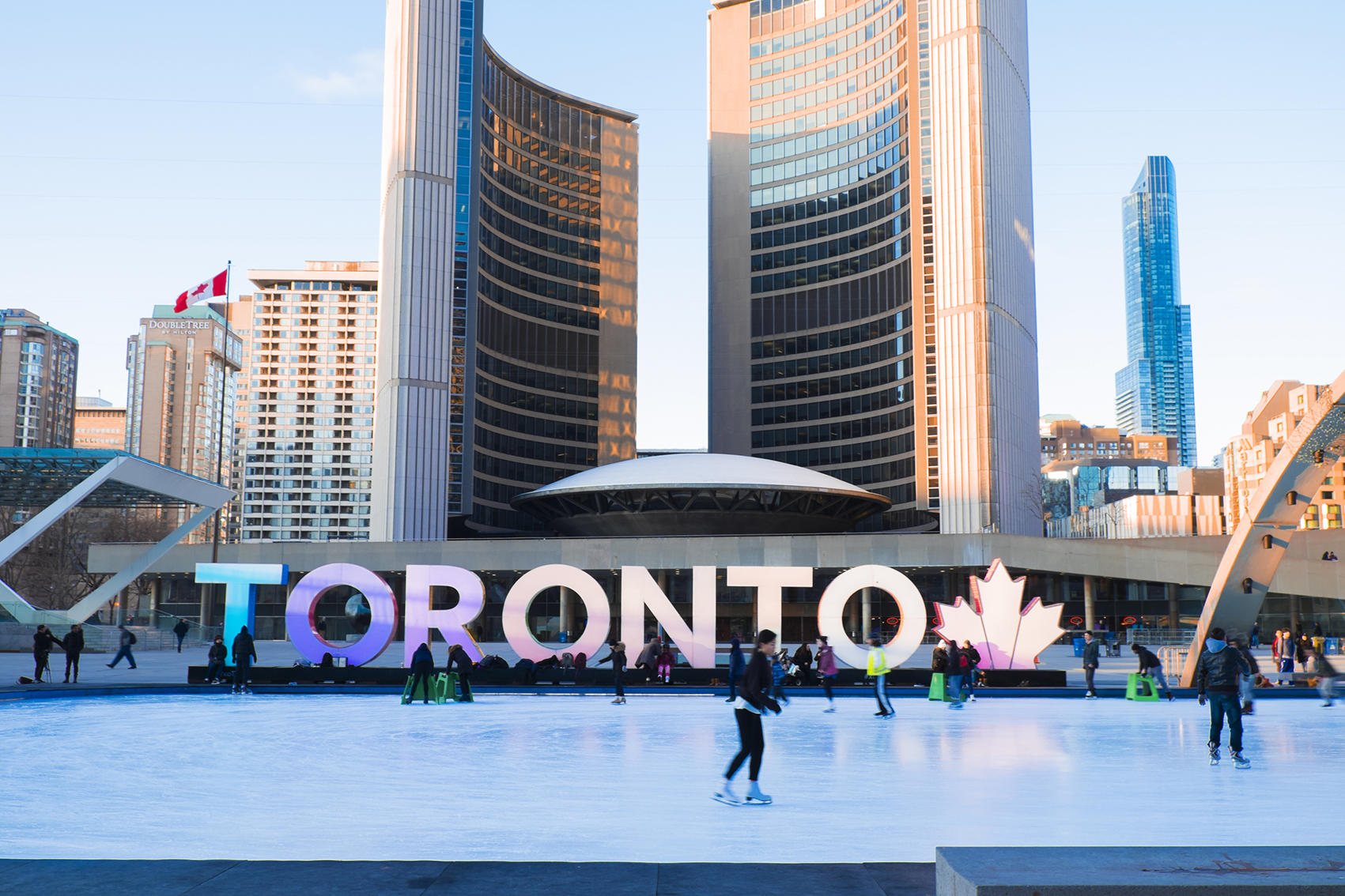 New city hall por Viljo  Revell Crédito de foto Tourism Toronto.jpg
