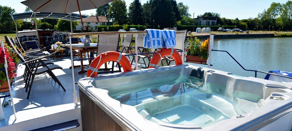 europe-france-burgundy-limpressionniste-sun-deck-spa-tub.jpg