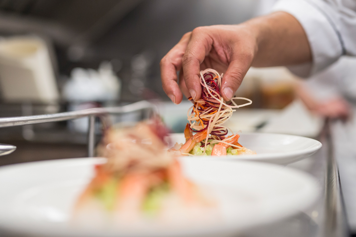 RM18_Onboard_GoldLeaf_Service_Culinary (6).jpg