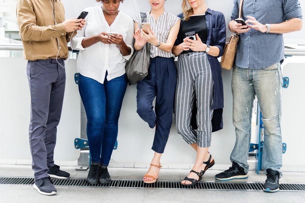 friends-gadgets-group-1323589.jpg