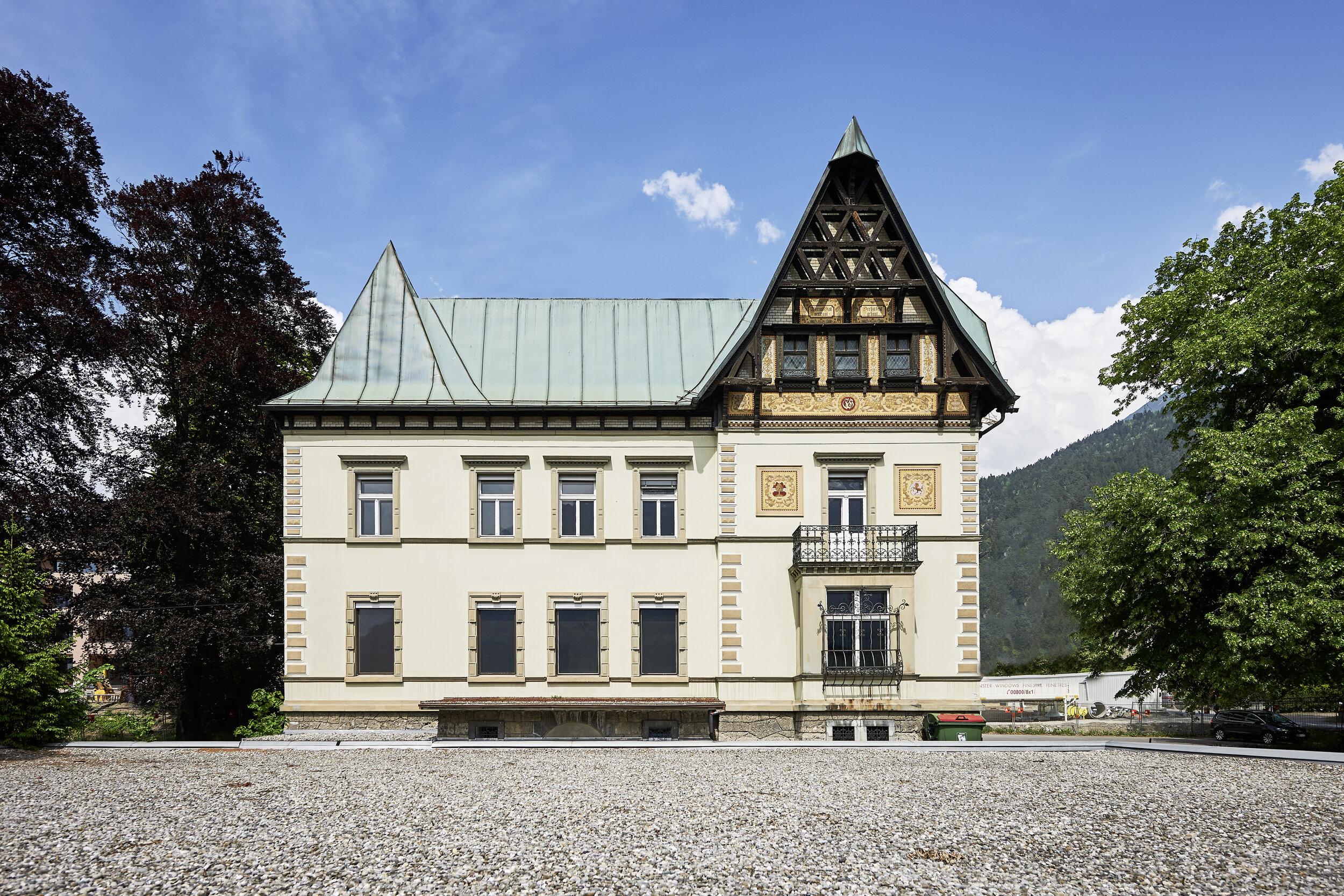 Lorünser-Villa_unablaessiges-Fragen-zur-Dichte_c_MarcelHagen_10.jpg