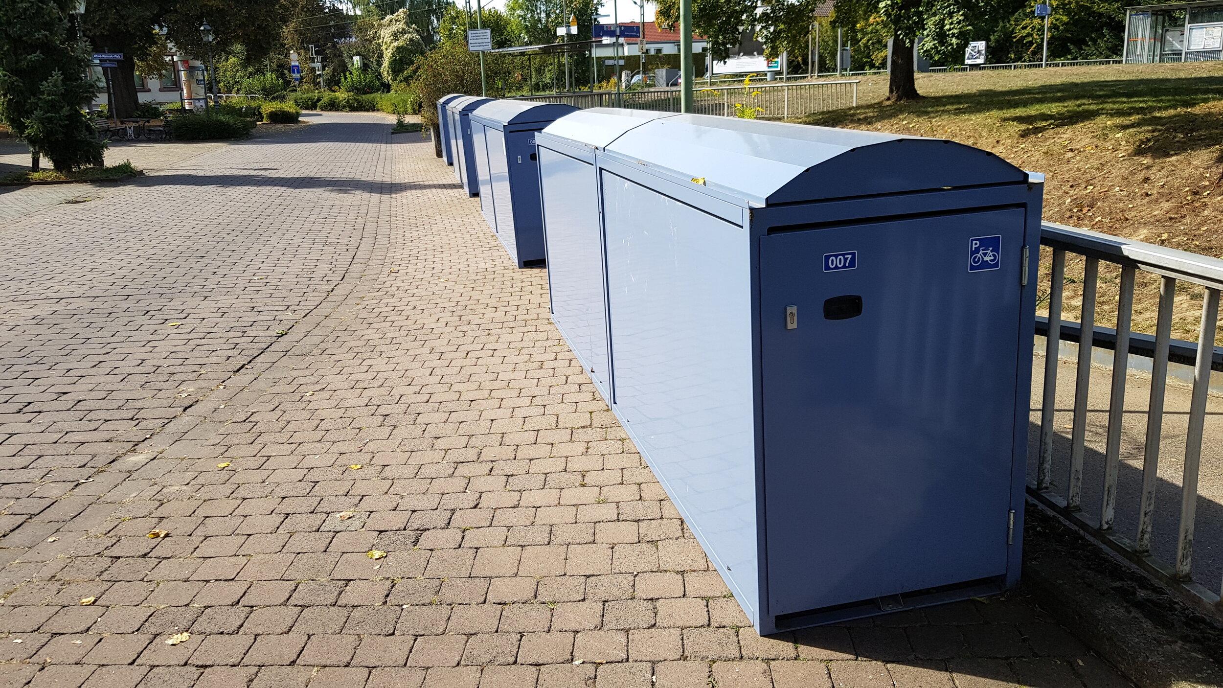 Inzwischen fast vollständig belegt: Die Fahrradboxen am Dortelweiler Bahnhof. Foto: CDU Bad Vilbel