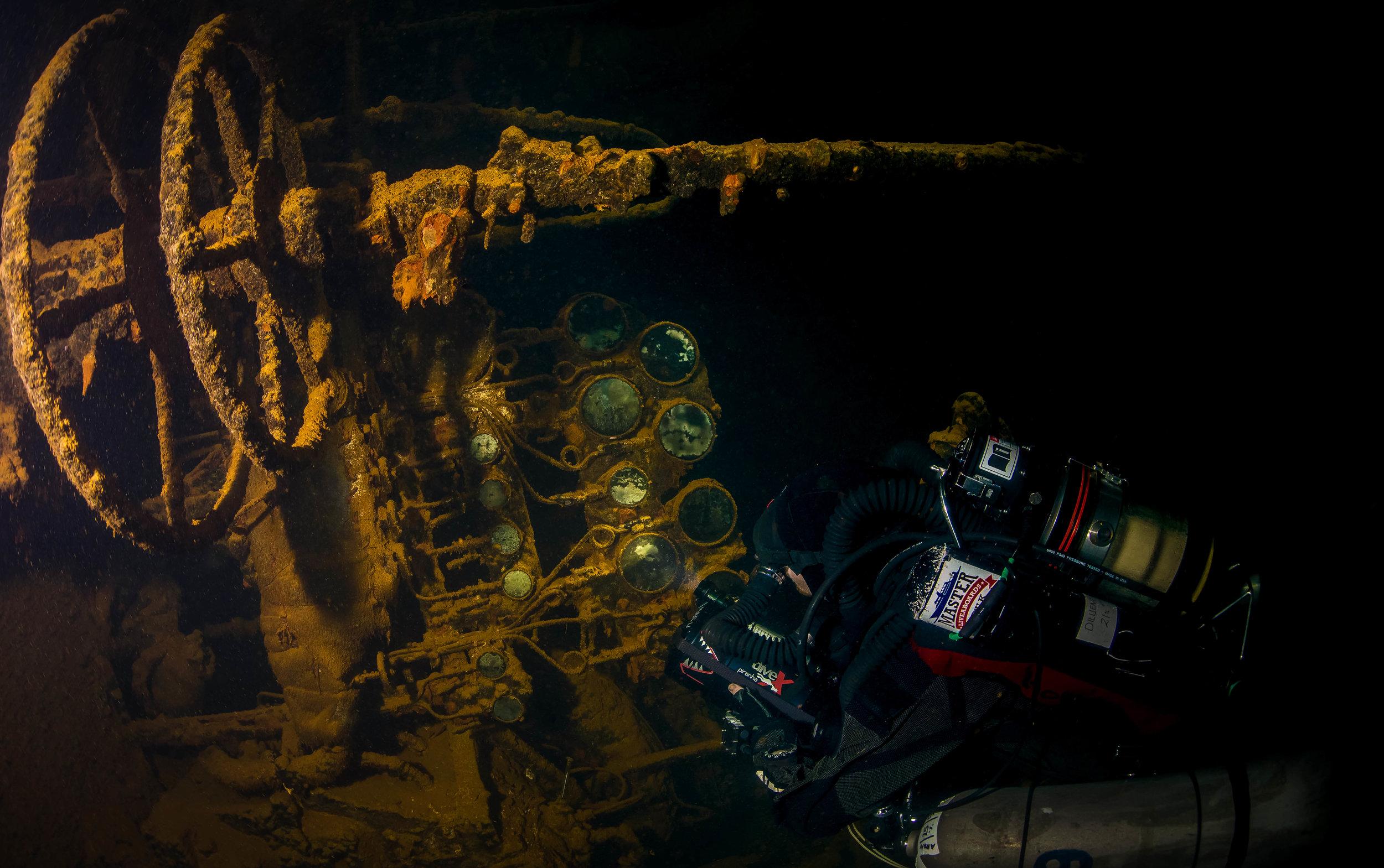 103Momokawa Maru Engine Room Diver.jpg