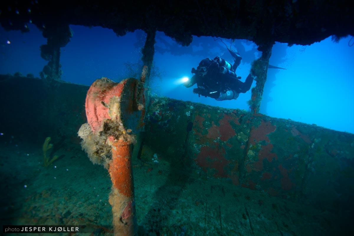 89Nippo Maru Wheelhouse With Diver 2.jpg