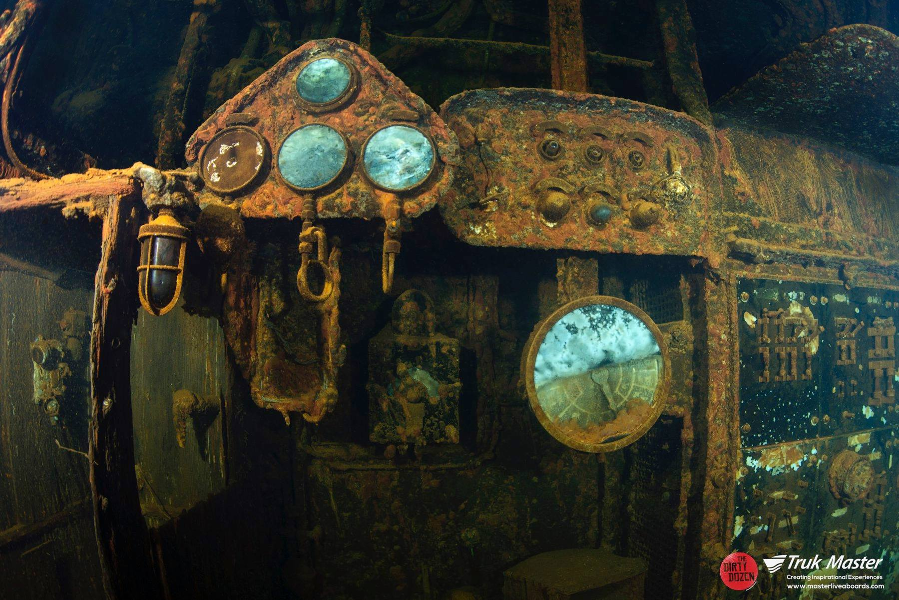 47Fujikawa Maru Engine Room.jpg