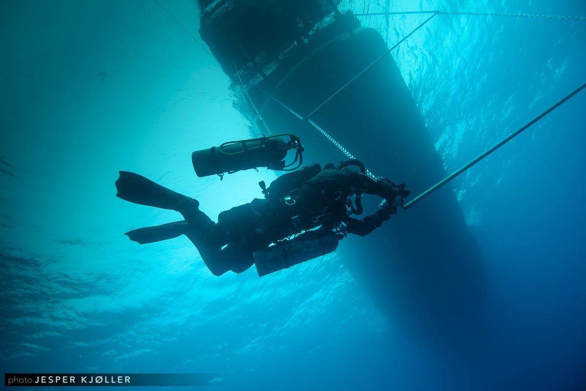 96TEC Diver on Deco Bar.jpg