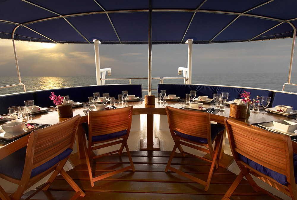 DINE UNDER THE STARS - Enjoy the evenings with a spectacular panoramic view.
