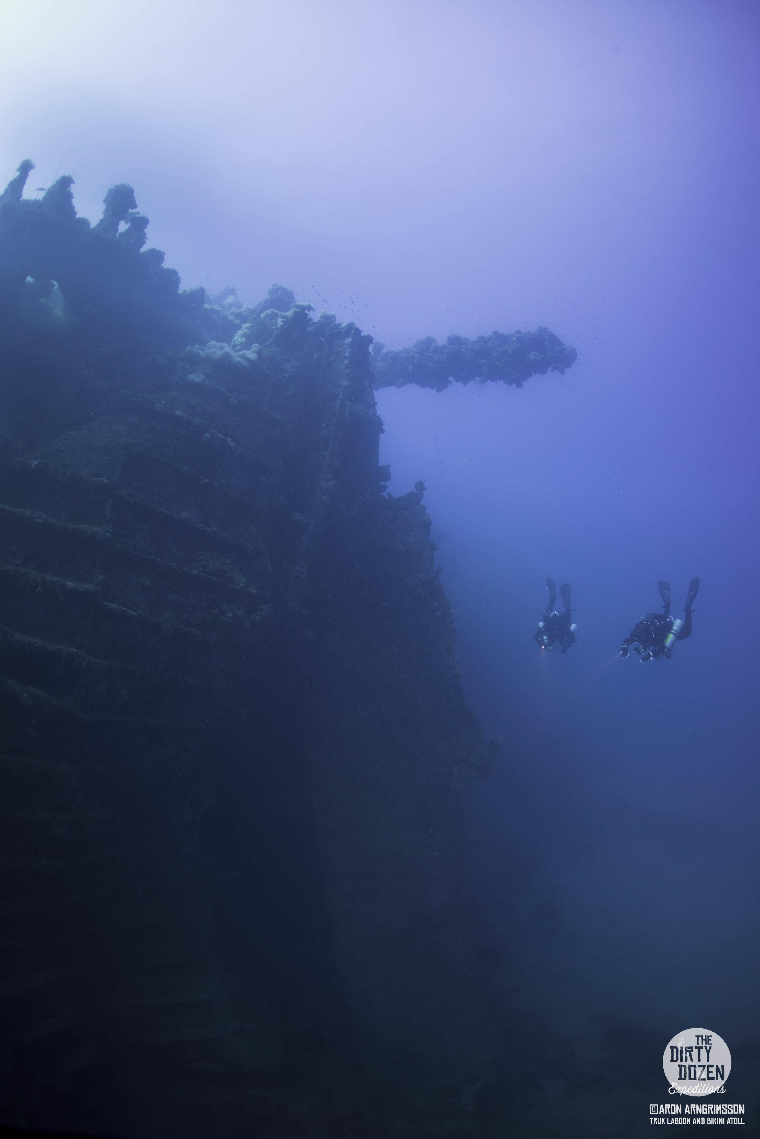 28Aikoku Maru with Divers.jpg