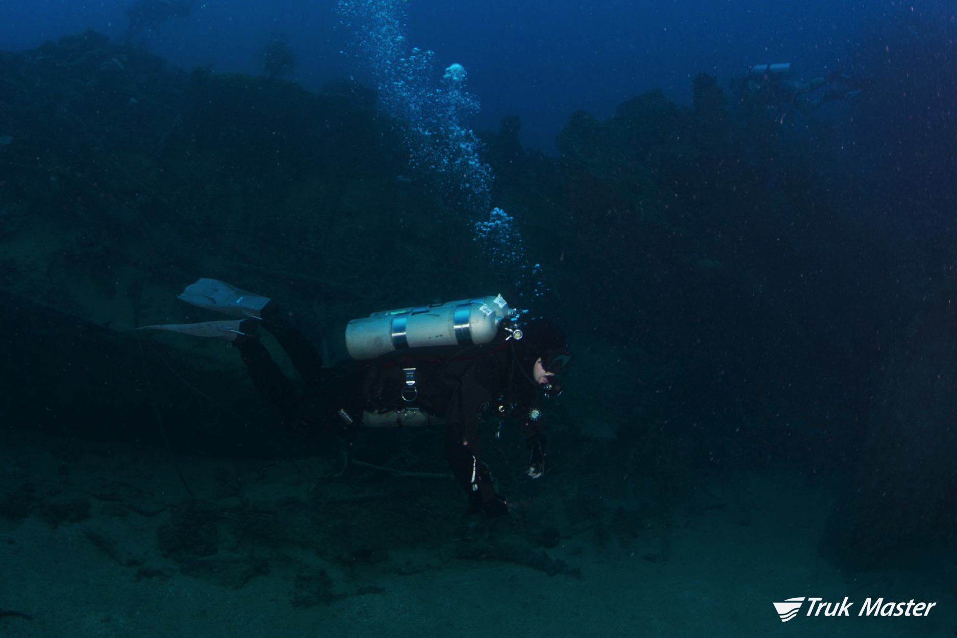 divers2-i169.jpg