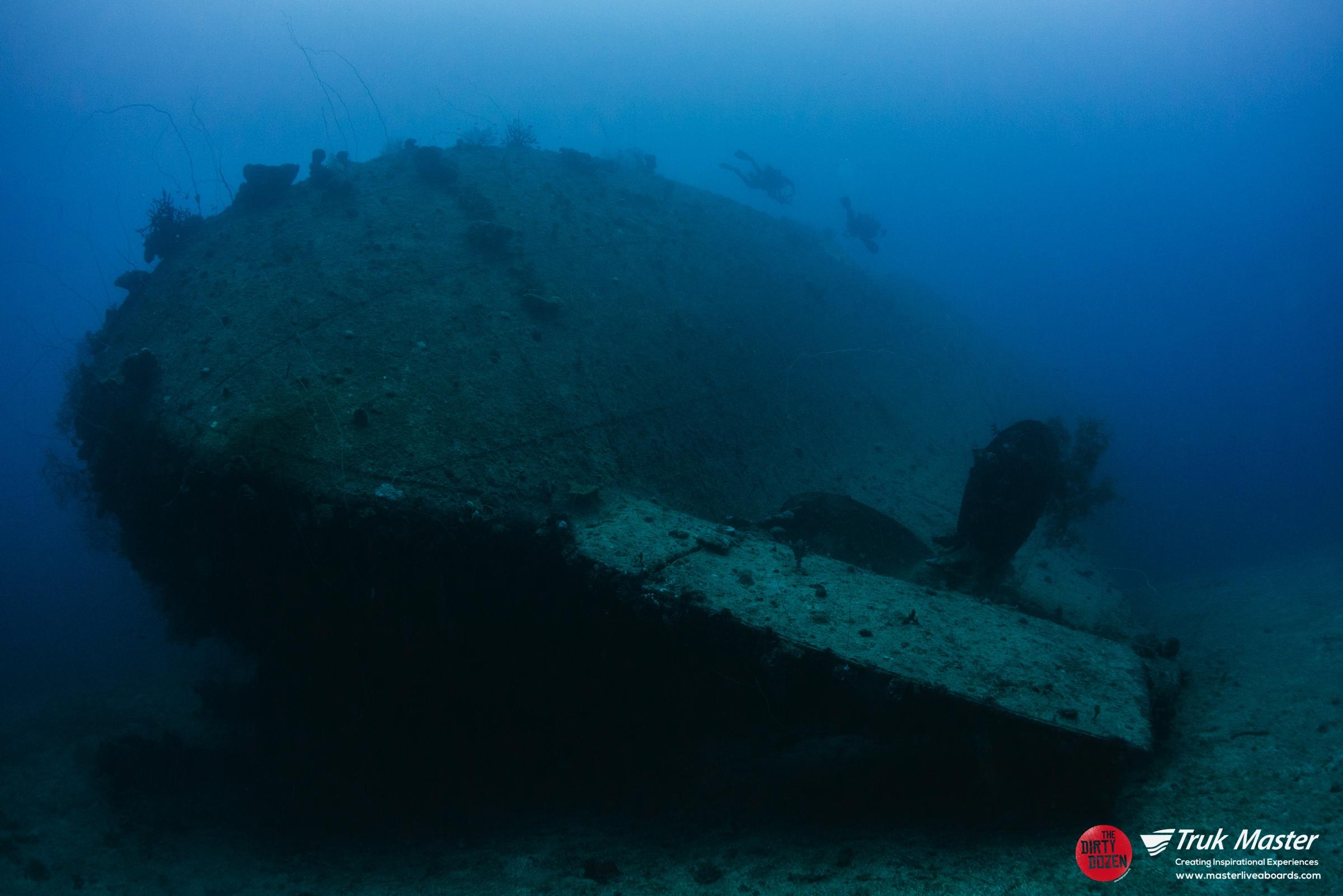 divers-stern-momokawa_001.jpg