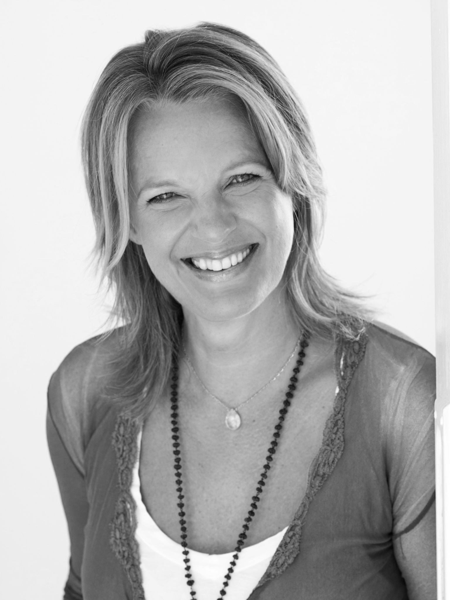 elizabeth-irvine-truewellbeing-author-yoga-teacher-integrative-health-expert-educator-speaker.jpg