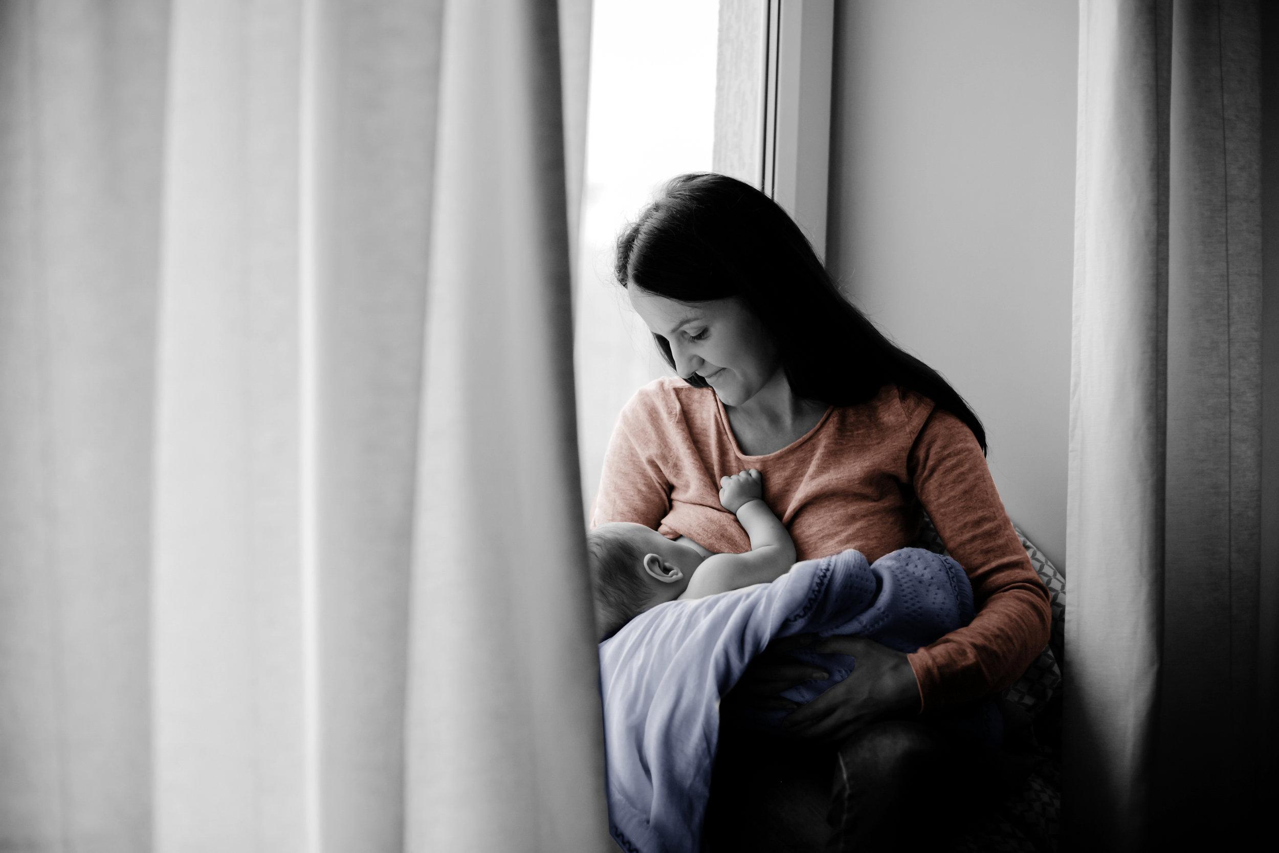 La leche materna es esencial en los primeros 6 meses de vida del bebé.Todos debemos procurar que esto se cumpla. -