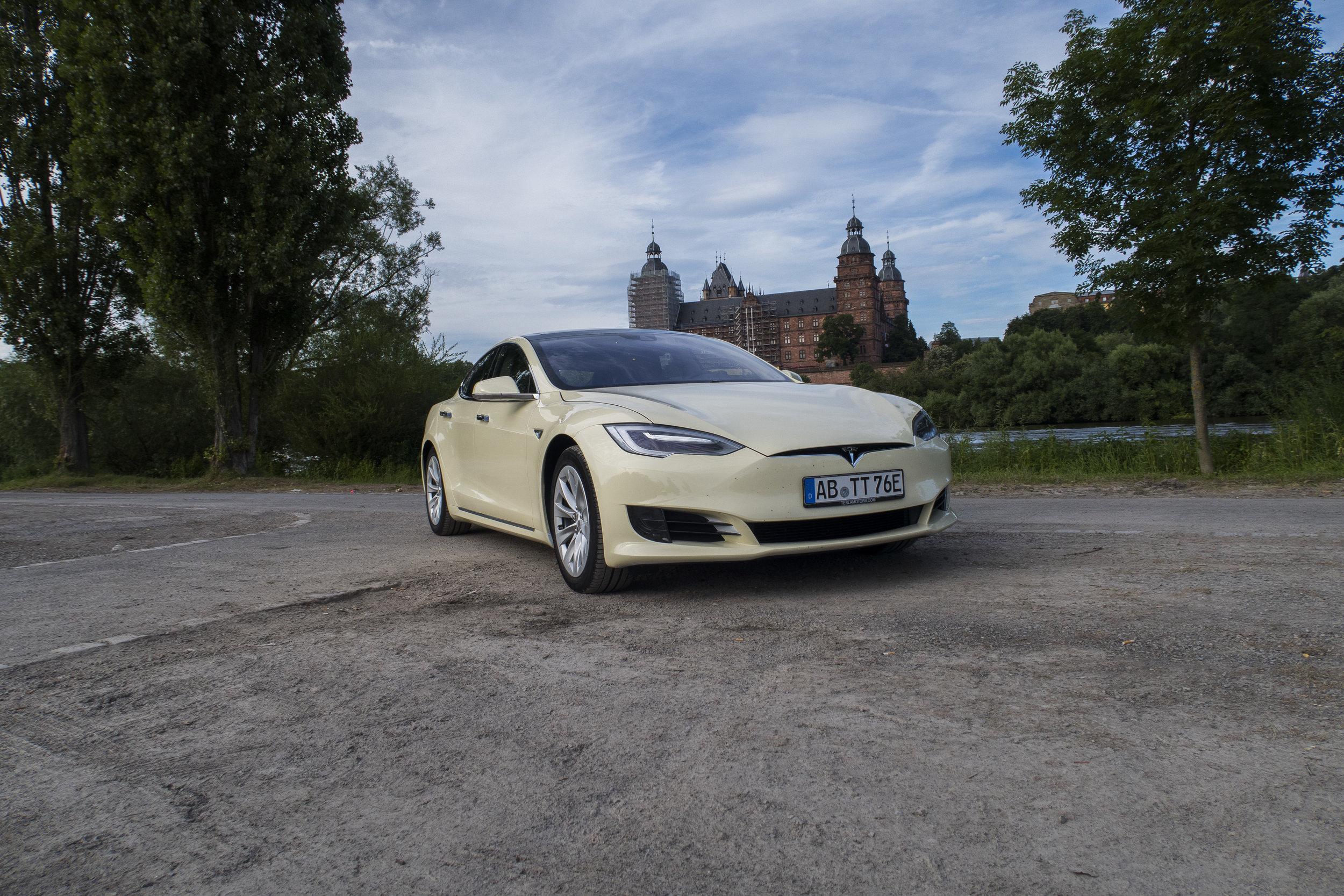 Tesla Taxi _2.jpg