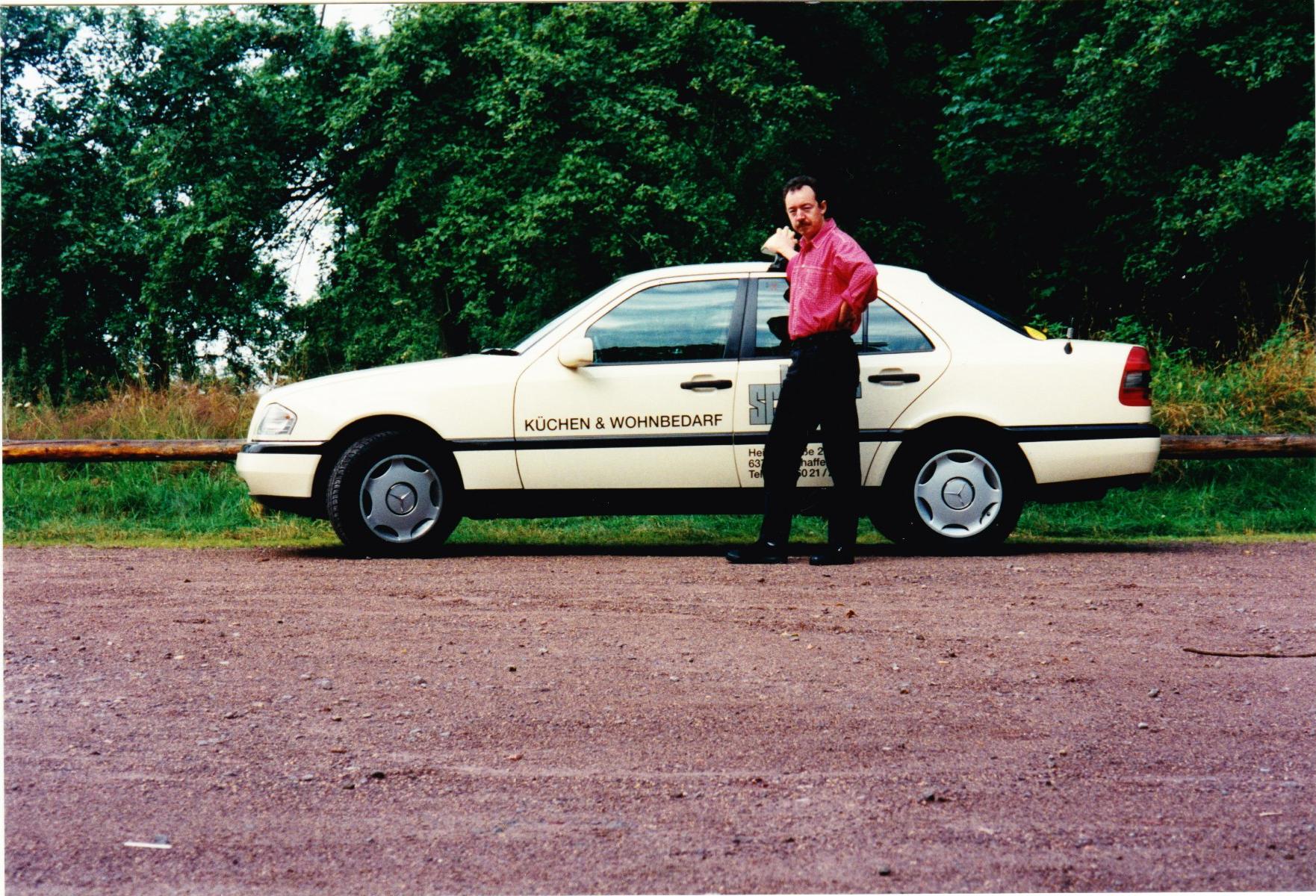 1990 - Mercedes - Im Jahr 1990 wechselte Ich die Automarke auf Mercedes und fuhr in den folgenden Jahren zwei C Klassen. Außerdem hatte ich schon damals ein großes Interesse an modernen Technologien und war der erste Taxifahrer am Untermain mit einem D-Netz Autotelefon.