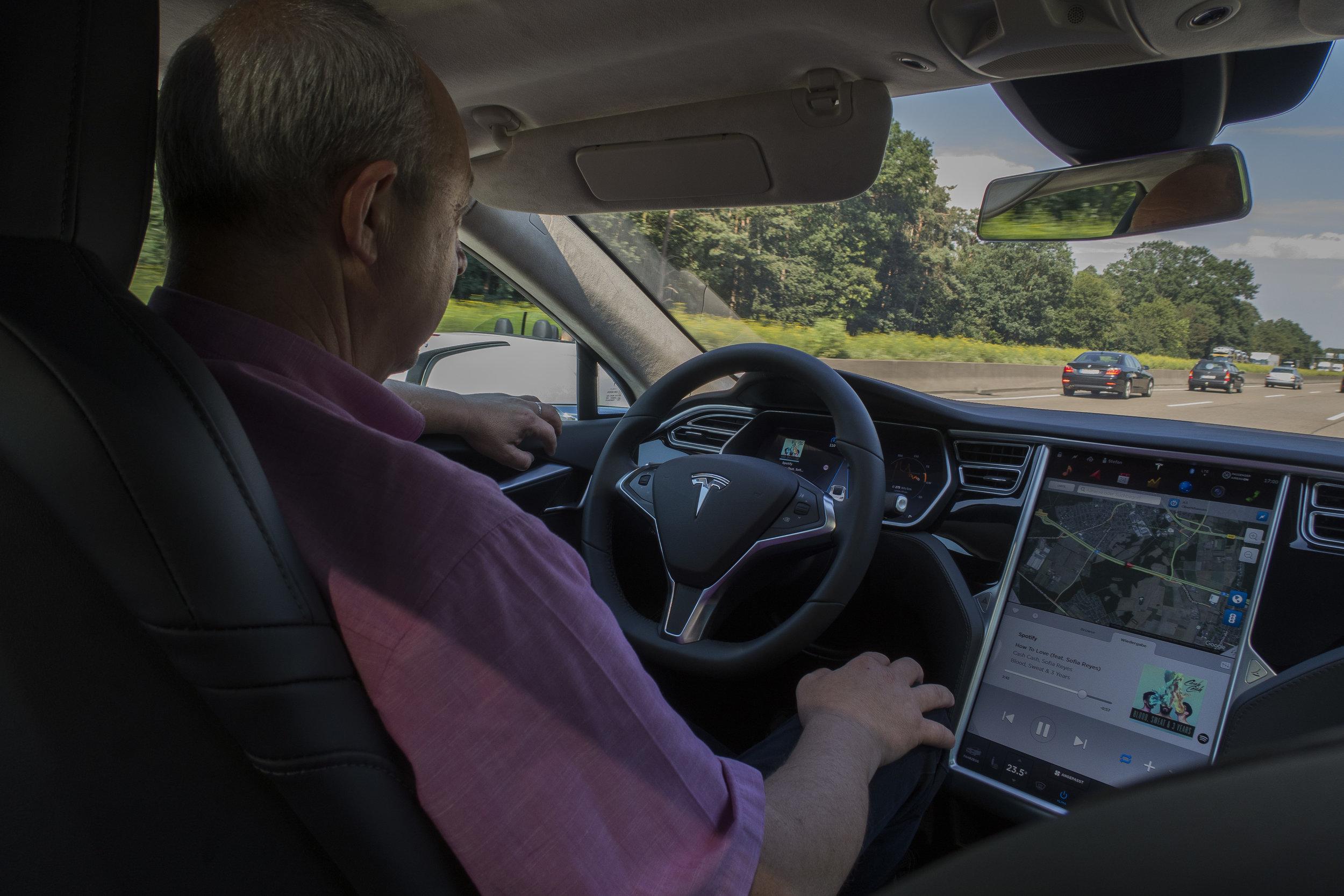 Tesla Taxi 13.jpg