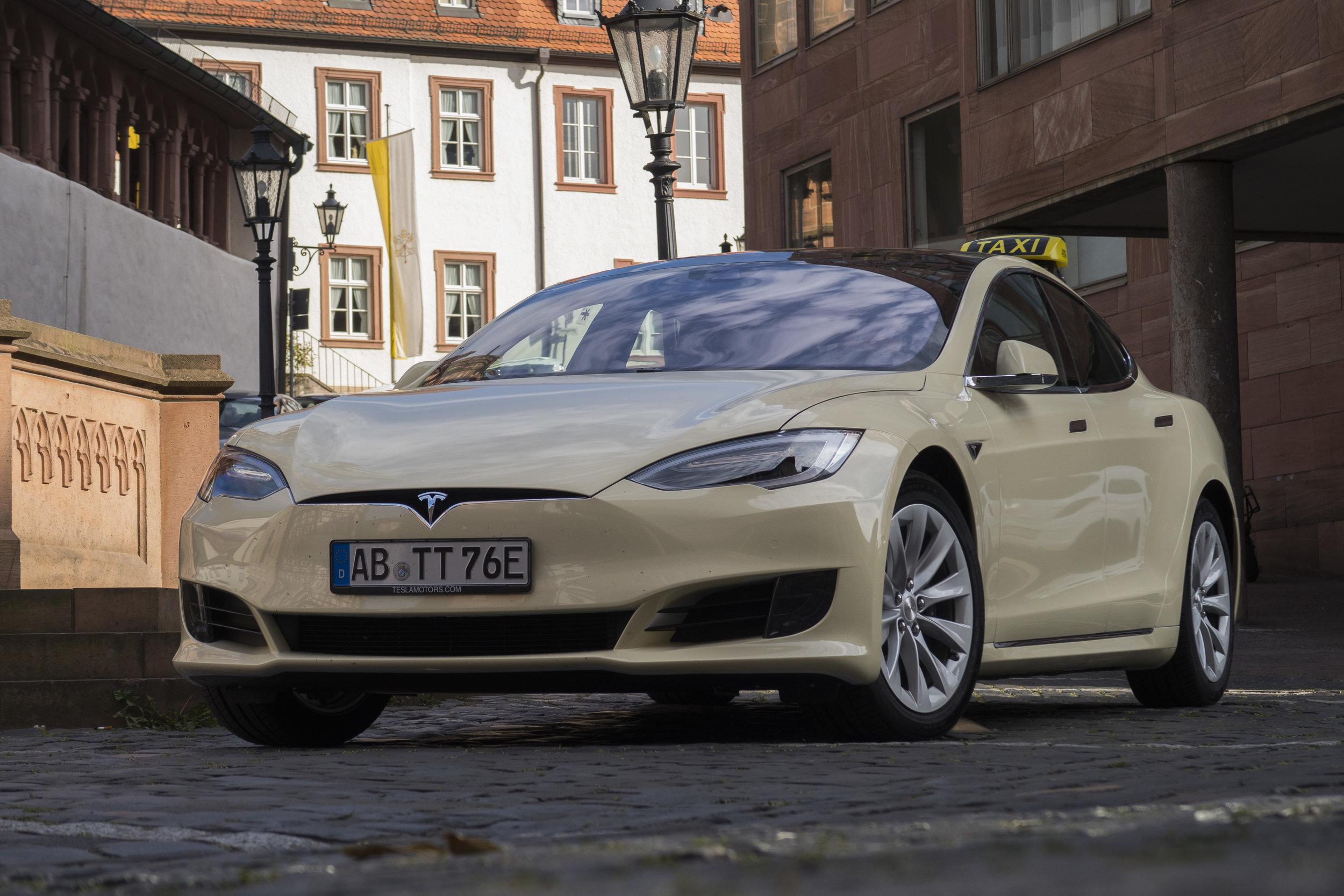 Tesla Taxi _3.jpg