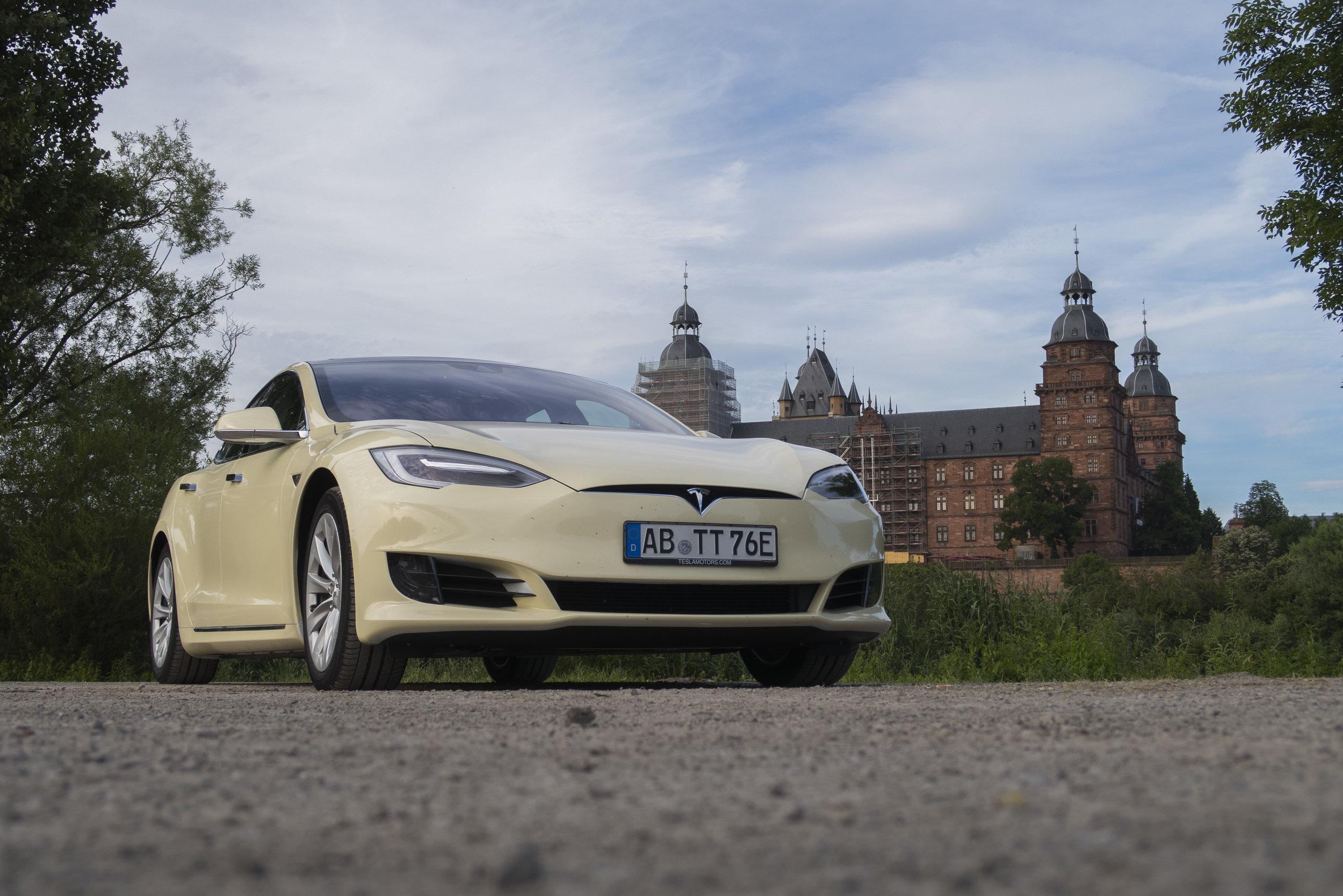 Tesla Taxi _1.jpg