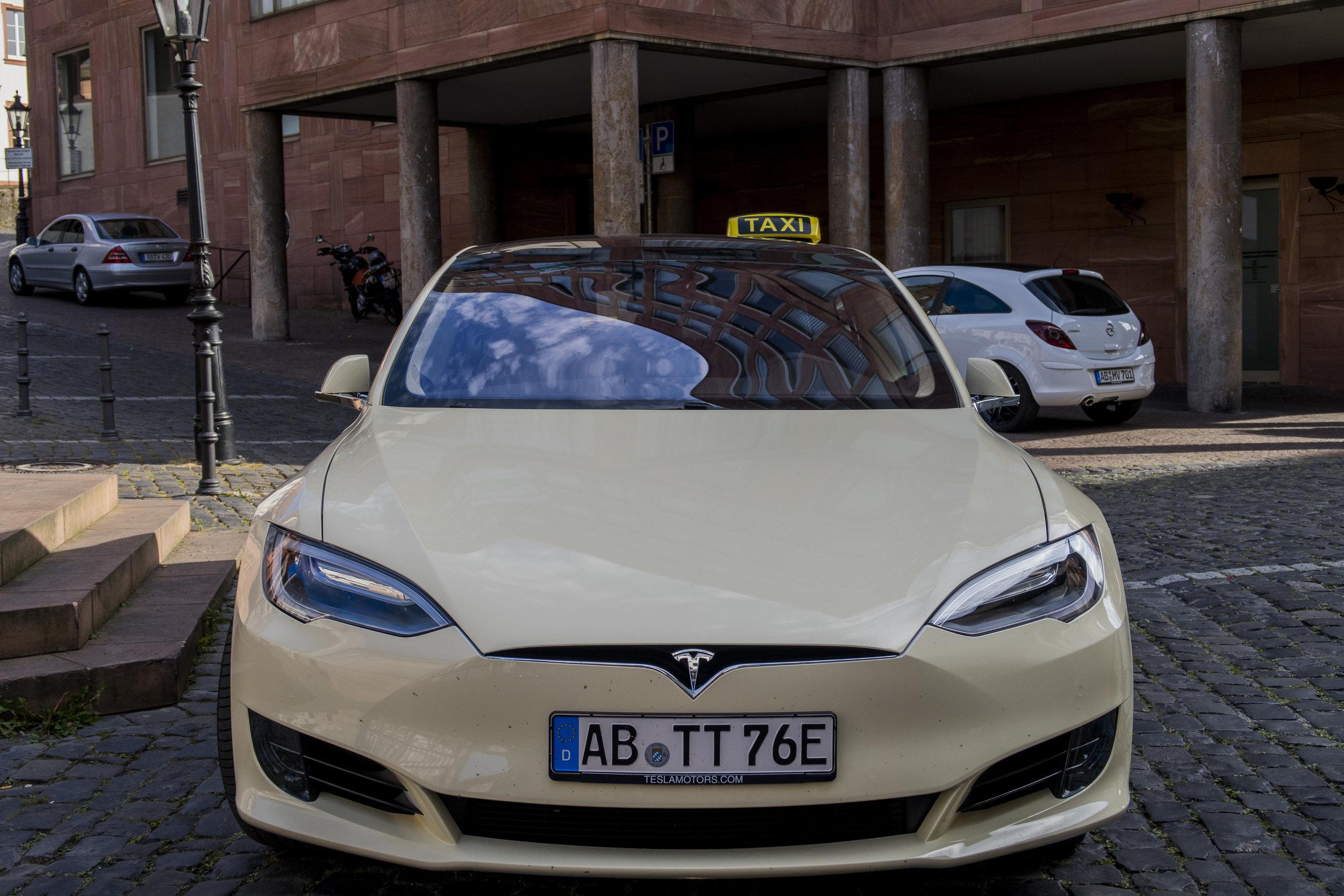 Tesla Taxi _6.jpg