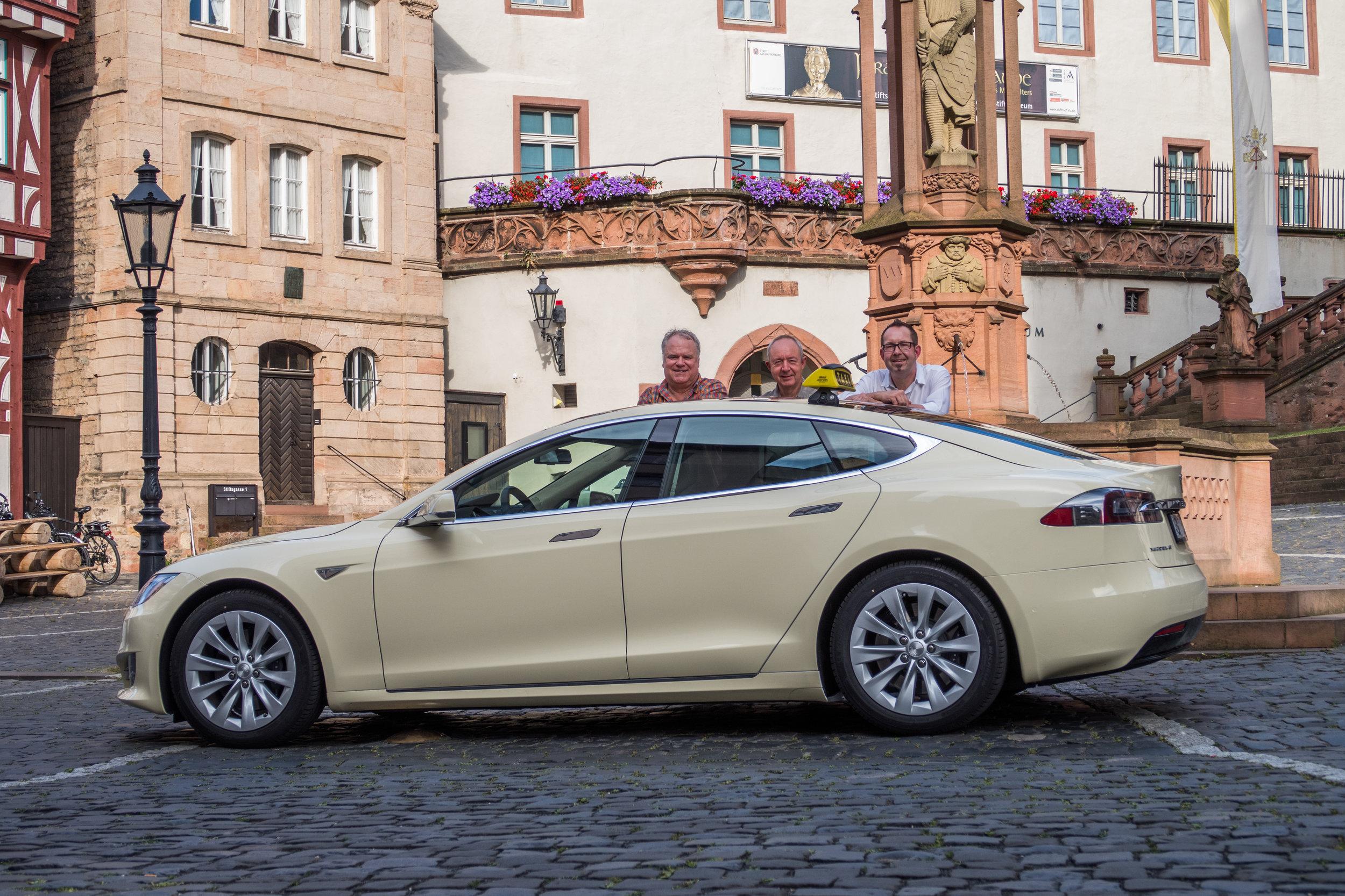 Tesla Taxi_5.jpg