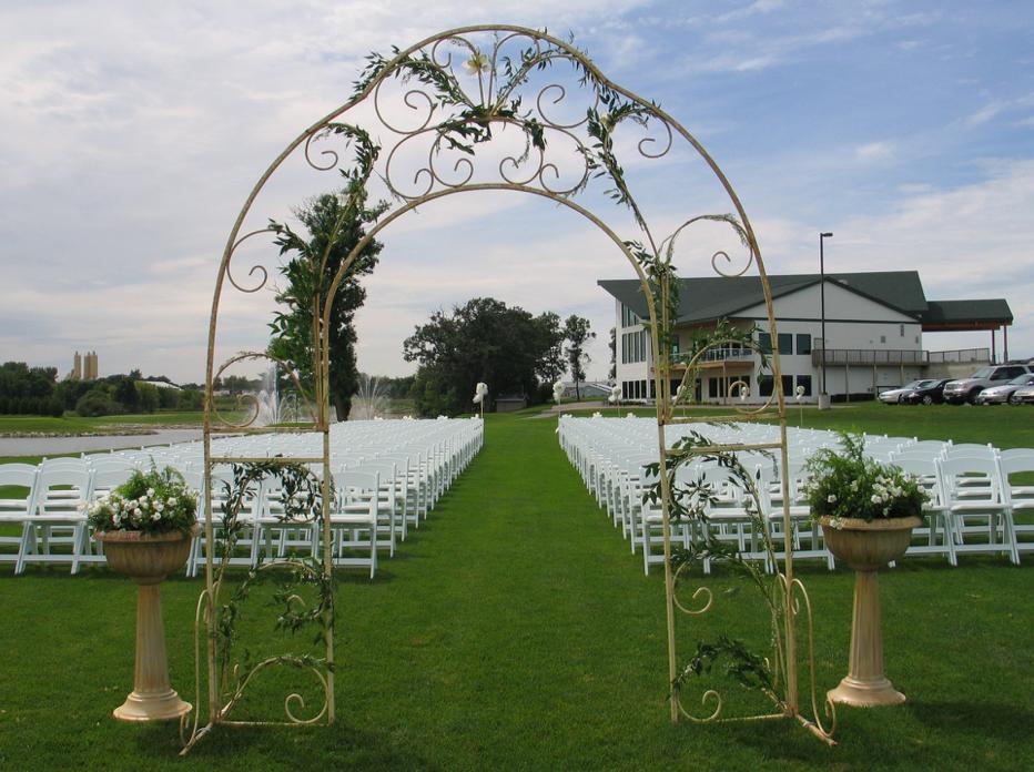 wedding-outside-entrance-1.png