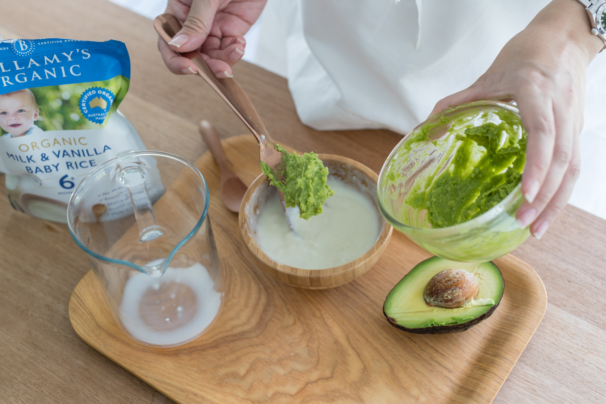 Mix the avocado puree into the rice cereal and mix well till smooth.