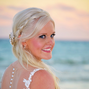 jeannie-davis-wedding-photography-bride-smiling-beach.jpg