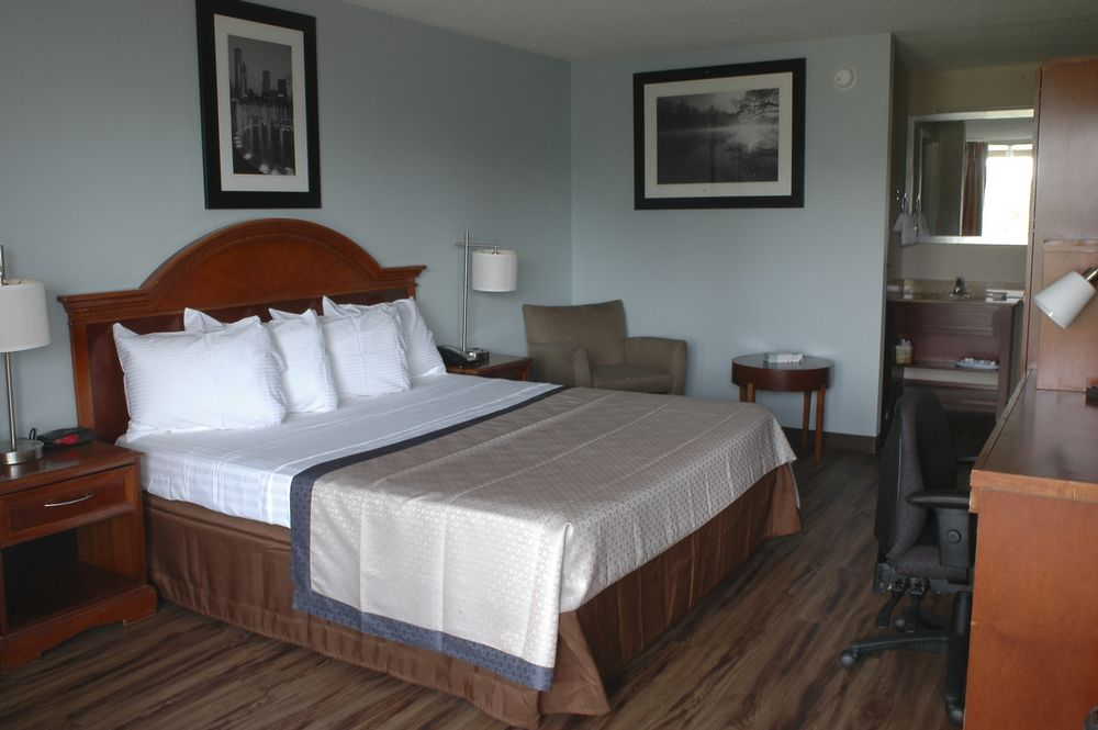 ECONOMY ROOM - Our budget-friendly economy room comes with one full size bed and a fully-equipped private bath plus all of the amenities included for a restful home away from home.Number of guests: 1 (Max 2 persons )Price: $59.99 +tax