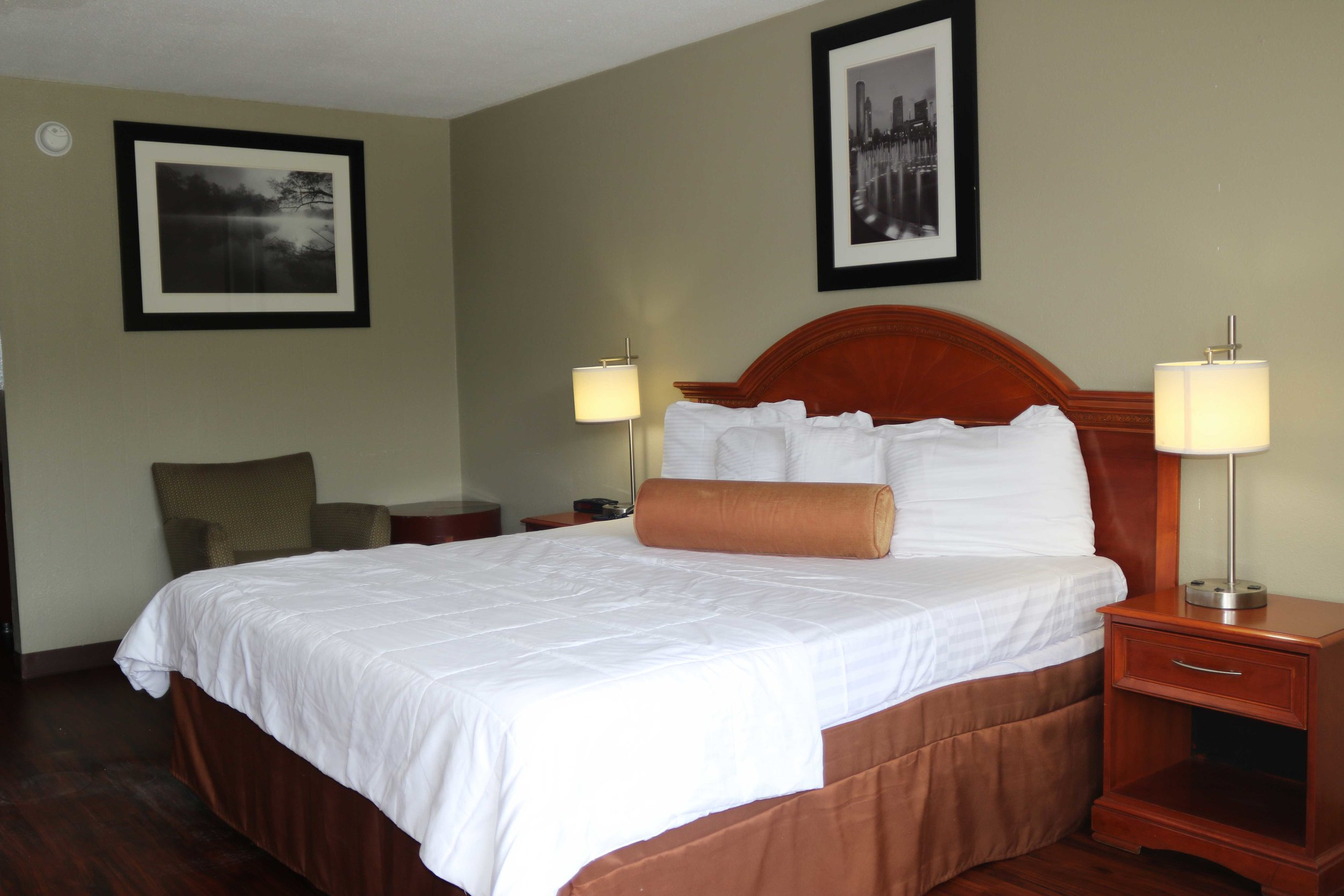 premium room - Fit for a king (or queen!), this room comes with a large king-size bed plus of all of the amenities for a comfortable stay alone or with company.Number of guests: 1 (Max 2 persons )Price: $59.99 +tax