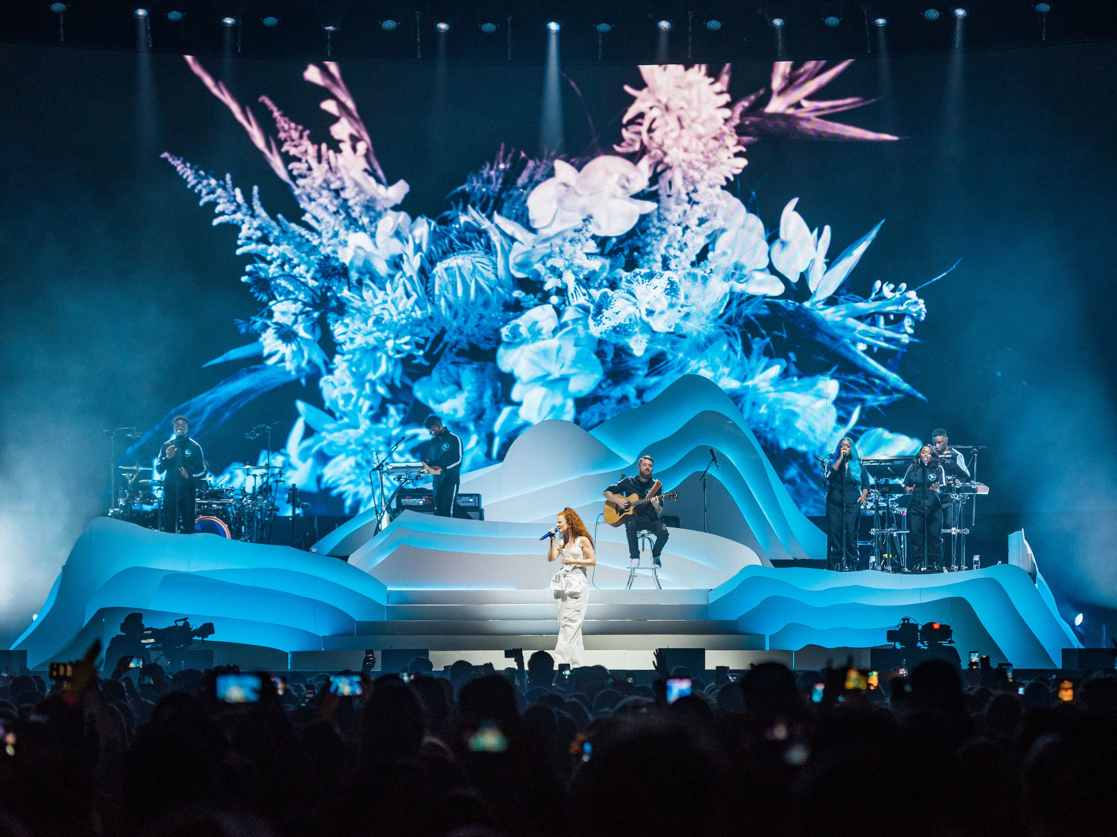 JESS GLYNNE   Touring LED package / Cassius Creative