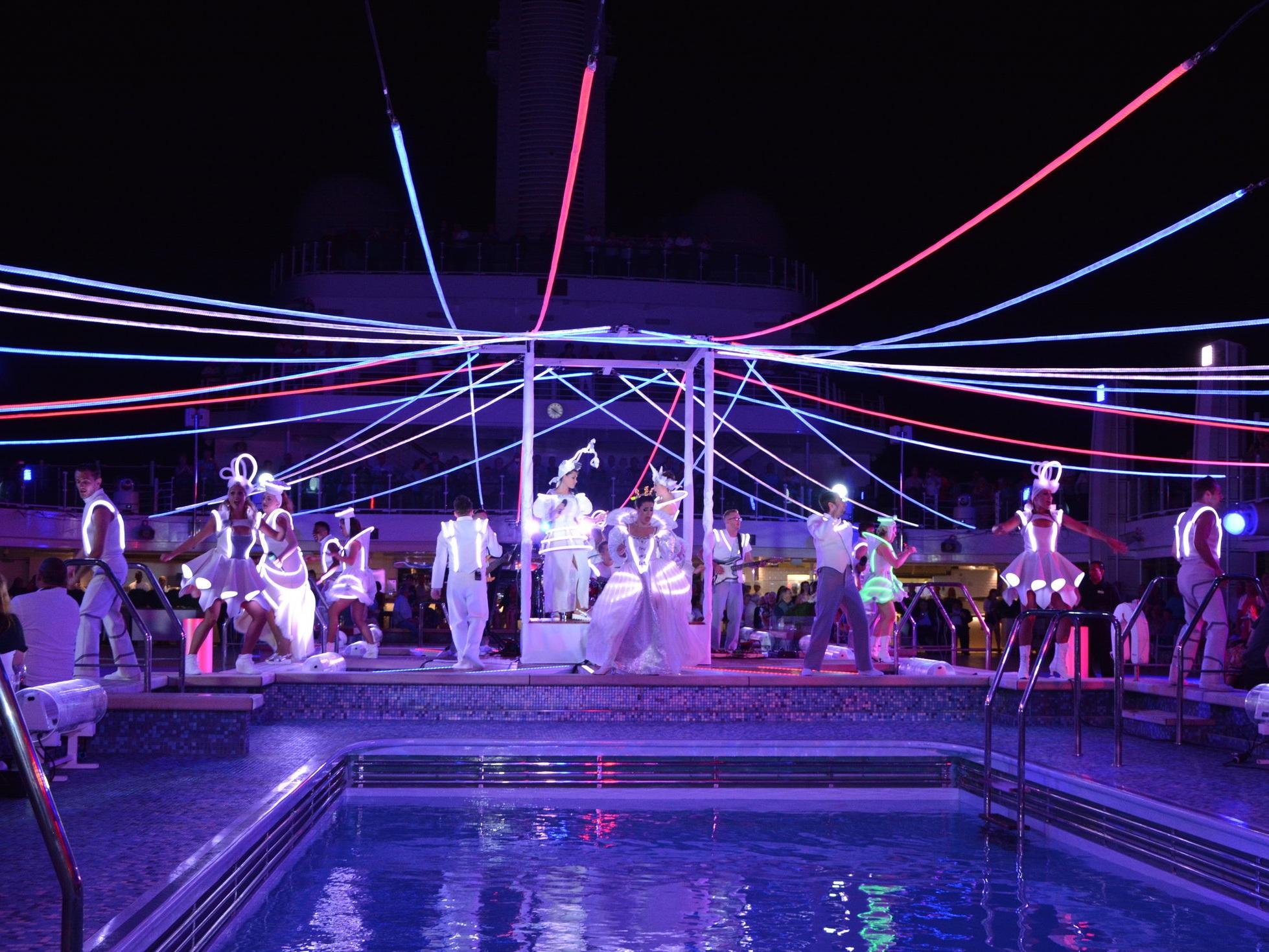 BRITANNIA BEATS   Bespoke LED costume system / Micha Bergese