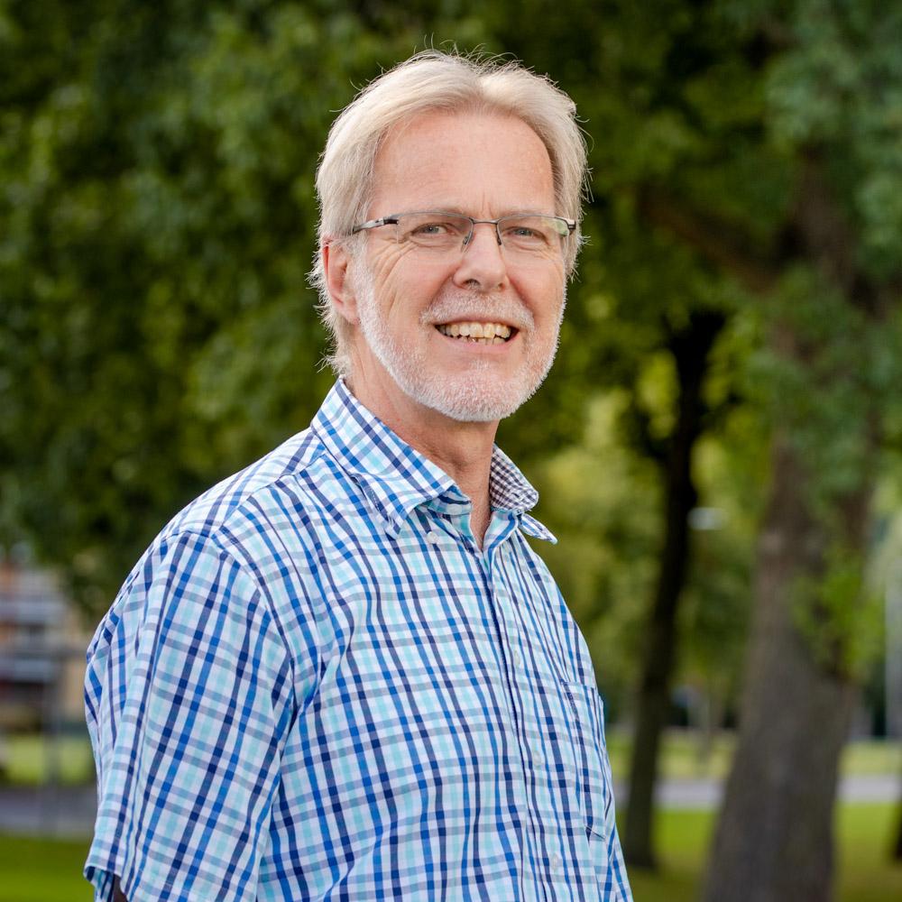 Ds. Wim Terlouw - Mijn naam is Wim Terlouw. Ik ben geboren in 1956 in Terneuzen in Zeeuws Vlaanderen, maar mijn familiewortels liggen in feite in de Alblasserwaard. Lees meer…T: 0321 - 382 665M: ds.terlouw@pgdronten.nl