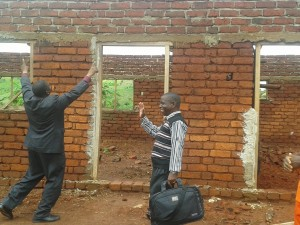 Bartolomeu Badueiro and Carlos Bola check out what has already been completed