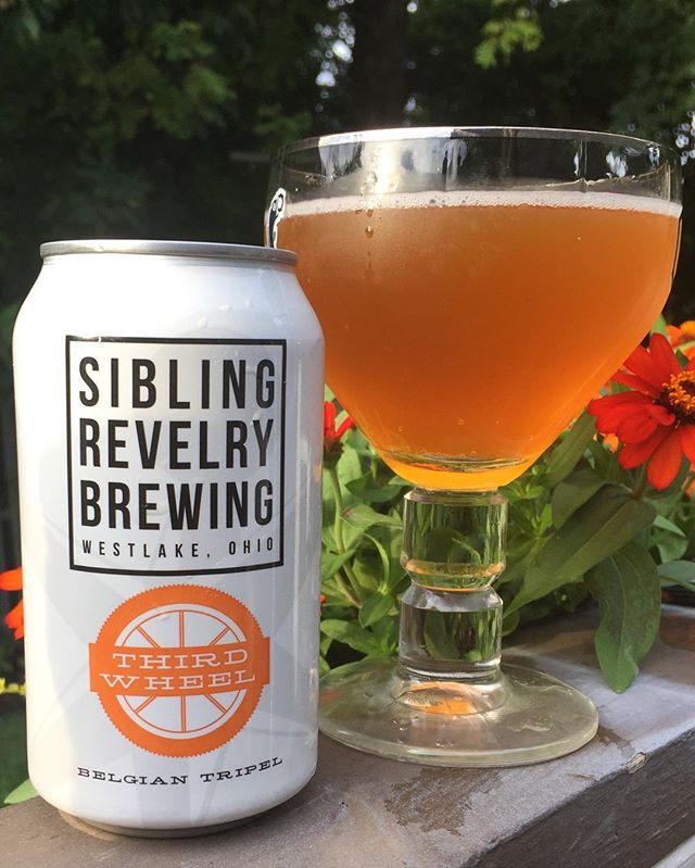 I know we have been hitting the hazys  hard this summer, but I needed something a bit stronger tonight. I'm home with a 4 year old, 2 year old, and 6 month old girls and little higher alcohol content was required.  @sibrevbrew Third Wheel Belgian style Triple is everything!!! I will put it up against any triple brewed in an actual monastery. They use authentic Trappist yeast and that's what's really important. Spicy complex aroma. Both dry and sweet with slow alcohol burn🔥 9.2% ABV | 25 IBU