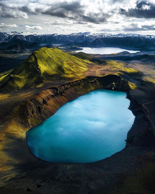 Once upon a time above the highlands 😍 An epic day exploring with my Icelandic brotha @h0rdur #landmannalaugar #bluelake